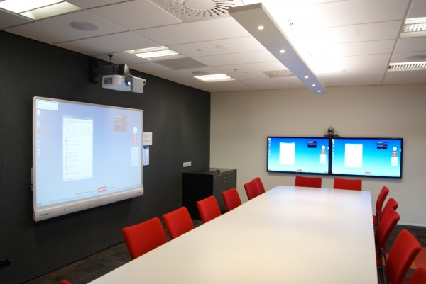 Meeting Room with dual monitors and projection screen