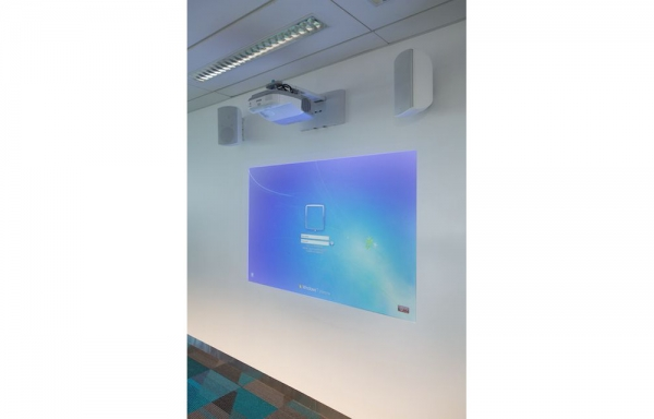 Hi-tech classroom projection in college
